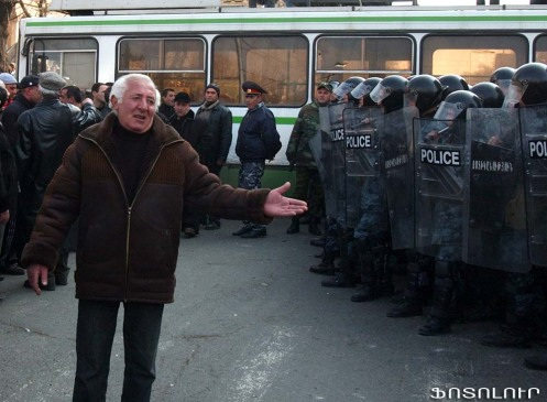 manifestants_appellent_au_calme_bis1