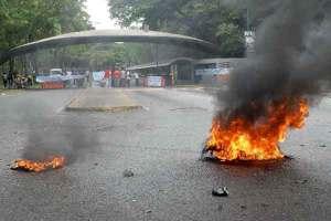 El-pupitrazo-de-los-estudiantes-bolivarianos-desató-violencia-en-la-UCV.preview