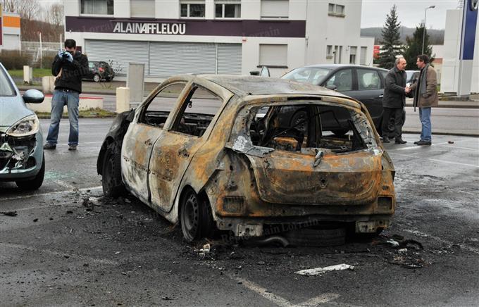 echauffour es et incendies de voitures forbach 21 janvier 2012 anthropologie du pr sent. Black Bedroom Furniture Sets. Home Design Ideas