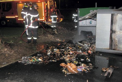 Saint-Sylvestre : voitures brûlées malgré l'omerta ministérielle ? – 1 janvier 2012 (5/6)