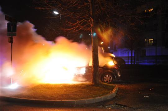 Saint-Sylvestre : voitures brûlées malgré l'omerta ministérielle ? – 1 janvier 2012 (3/6)
