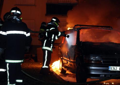 Saint-Sylvestre : voitures brûlées malgré l'omerta ministérielle ? – 1 janvier 2012 (2/6)