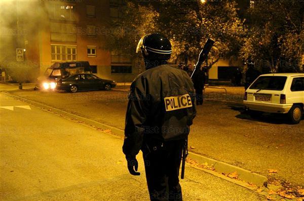 Saint-Sylvestre : voitures brûlées malgré l'omerta ministérielle ? – 1 janvier 2012 (6/6)