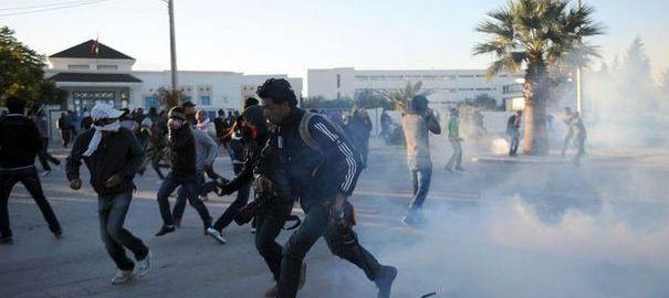 1186171_heurts-entre-manifestants-et-policiers-a-siliana-le-29-novembre-2012-en-tunisie