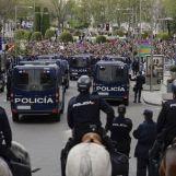 des-policiers-anti-emeute-a-madrid-le-25-avril-2013_1097658