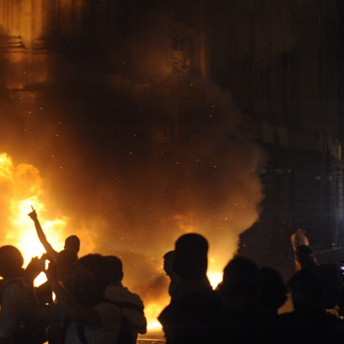 17jan2013---cerca-de-100-mil-pessoas-participam-do-5-ato-contra-o-aumento-da-tarifa-de-onibus-no-rio-nesta-segunda-feira-17-parte-do-grupo-invadiu-o-predio-da-alerj-assembleia-legislativa-d
