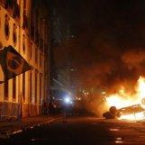 704988-groupe-quelques-dizaines-manifestants-violents