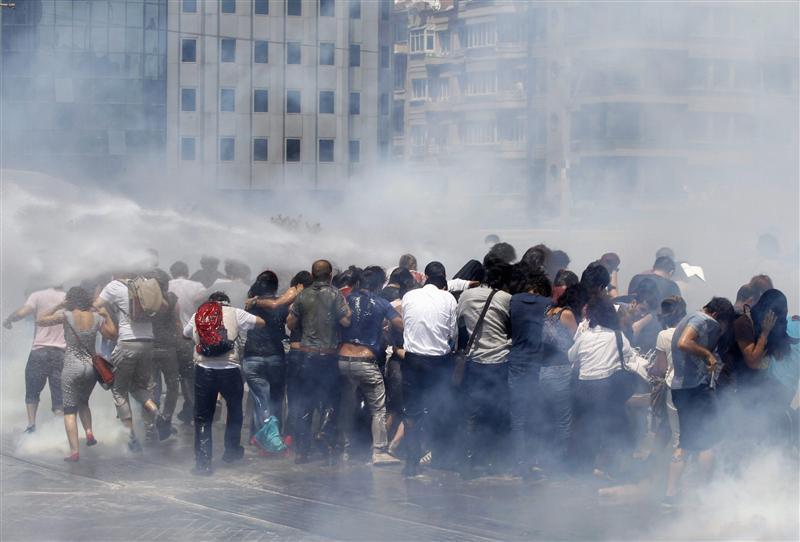 http://berthoalain.files.wordpress.com/2013/06/nouveaux-heurts-entre-manifestants-et-policiers-istanbul-big-1.jpg?w=1000&h=&crop=1