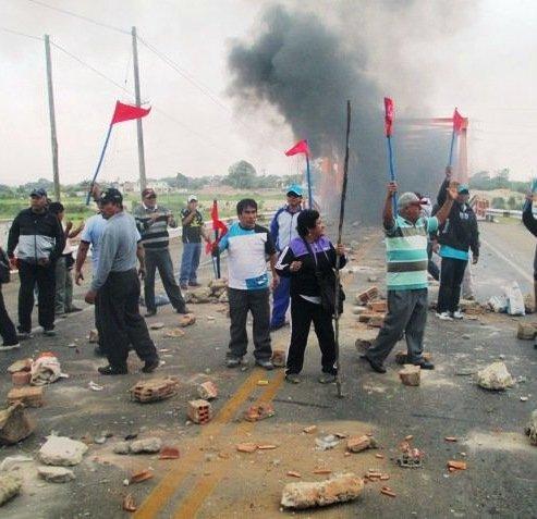 Pobladores-protestan-en-Barranca-y-exigen-presencia-de-Ollanta-Humala