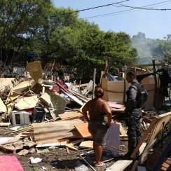 Desalojo-en-Río-deja-doce-heridos-autos-incendiados-y-denuncias-políticas