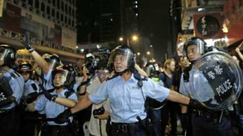 141019034043_cn_hongkong_occupy_oct19_police_512x288_ap_nocredit