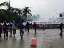 normalistas-enfrentamiento-acapulco-101114-1