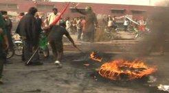 PTI-protest-Faisalabad-workers-burn-tyres-roads-block-traffic-ghantachowk-pml-n-punjab-fire_12-8-2014_168048_l