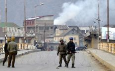 Youth-clashed-with-police-at-Cement-Bridge-and-other-areas-of-Baramulla