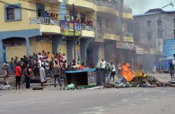 709092-des-manifestants-hostiles-au-president-joseph-kabila-bloquent-une-rue-a-kinshasa-le-19-janvier-2015-