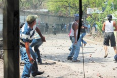 Otra batalla campal en Mina El Limon. La Policia Nacional tambien lanzan morteros contra la población de Mina El LimonPolicía reprime al pueblo de Mina El Limon para proteger a la B2GOLD. Fotos Eddy Lopez