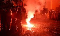 ABD0005_20160710 - dpatopbilder Demonstranten protestieren am 09.07.2016 in Berlin bei einer Demonstration linker und linksextremer Gruppen gegen eine Stadtumwandlung und zur UnterstŸtzung der von Autonomen bewohnten HŠuser in der Rigaer Stra§e. Nach einer Polizeiaktion zur Durchsetzung von Vorhaben des HauseigentŸmers gibt es seit Wochen in Berlin linksextreme Gewalttaten, unter anderem Auto- Brandstiftungen. Foto: Maurizio Gambarini/dpa +++(c) dpa - Bildfunk+++